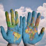 Main carte du monde